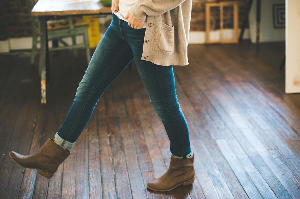 С чем носить джинсы  13 идей гардероба для женщин после 50 лет ... fd79c81a2065a